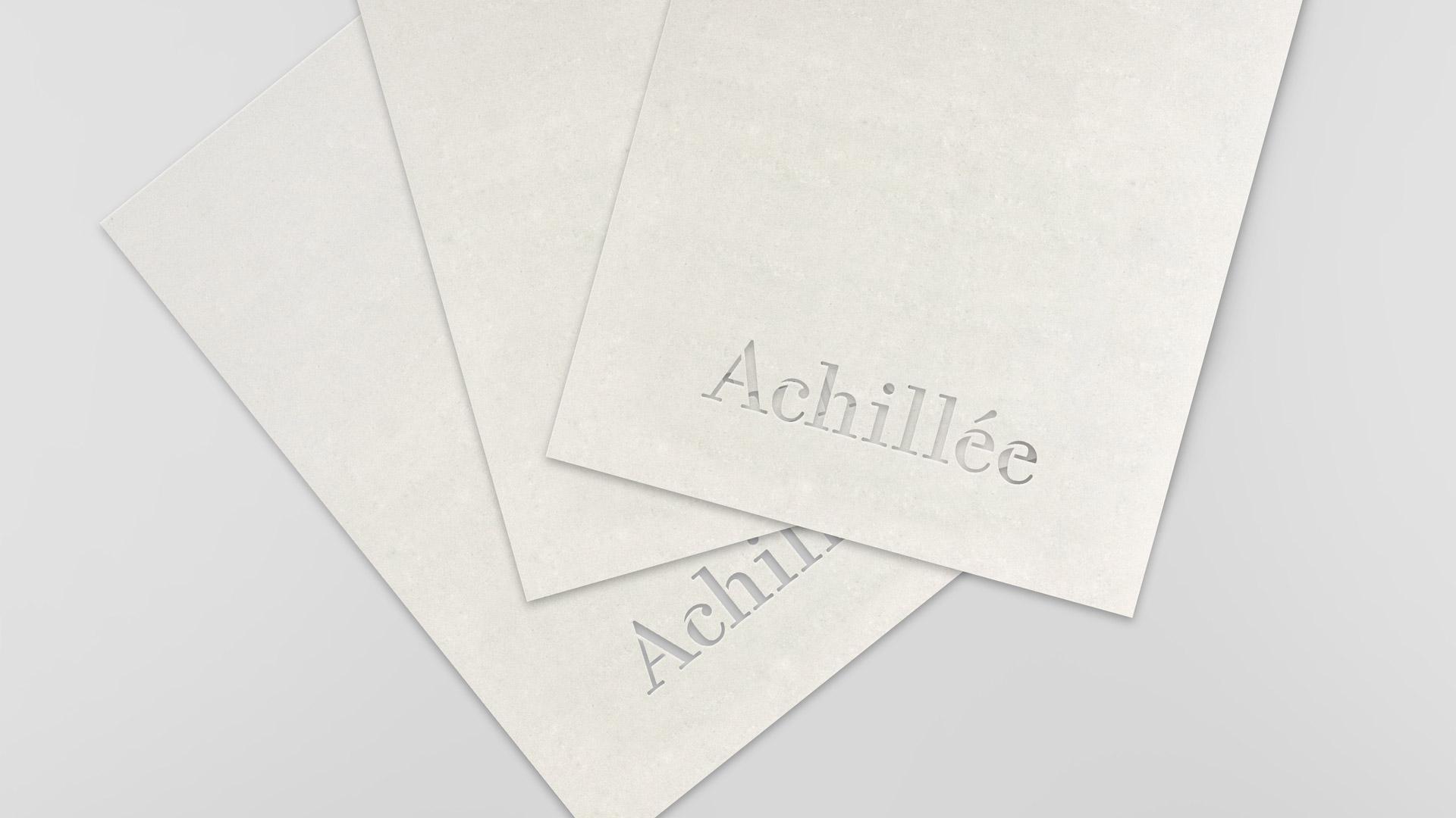 Découpe du logotype dans le papier